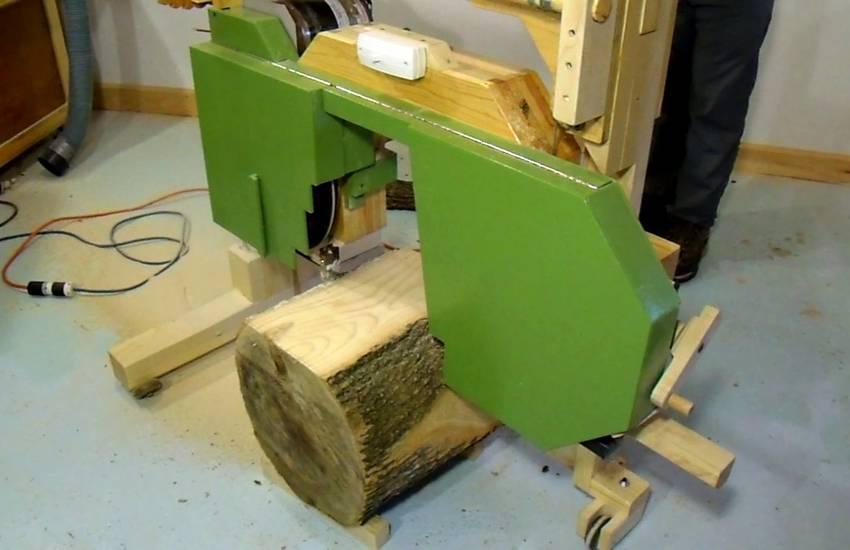 Cutting A Log : Cutting a log with my sawmill