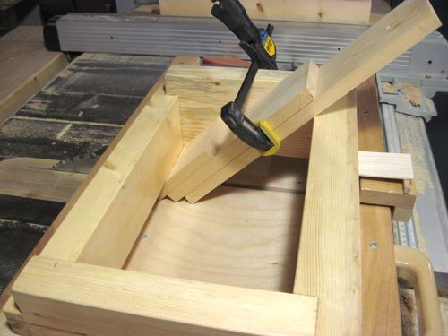 how to cut a perfect 45 degree angle in wood