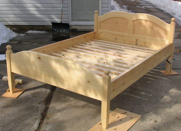 Сделать кровать своими руками на даче