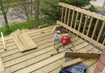 Construyendo una terraza de madera - Terrazas de madera rusticas ...