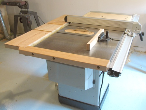 My delta hybrid table saw i had been considering buying a new bigger table saw for some time on setting up my new workshop in 2007 i figured this was a good time to look for a greentooth Choice Image