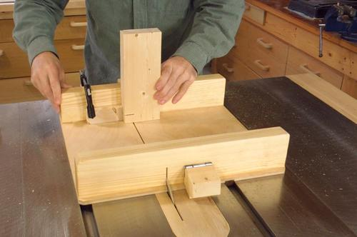 Building a small table saw sled - Table de sciage maison ...