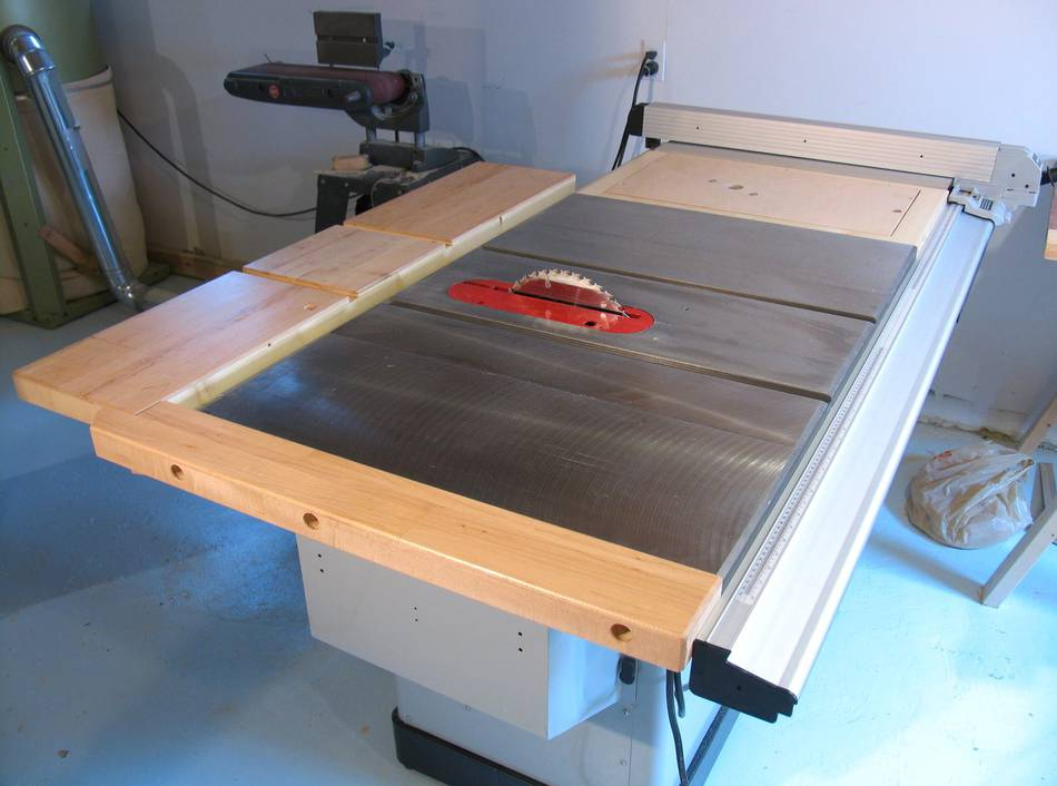 Table saw outfeed and left side extensions