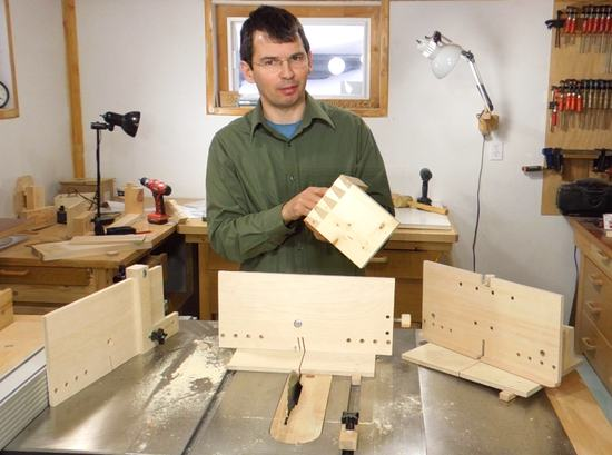 Table saw dovetail joint jig