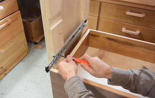 Finishing up the 7drawer dresser