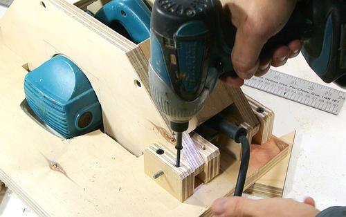 Sierra de mesa casera hecha a partir de una sierra circular - Sierra electrica para madera ...