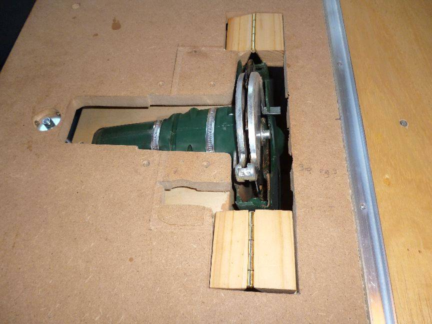 Table Saw Homemade The Best : Seen from the top without the plywood cover.
