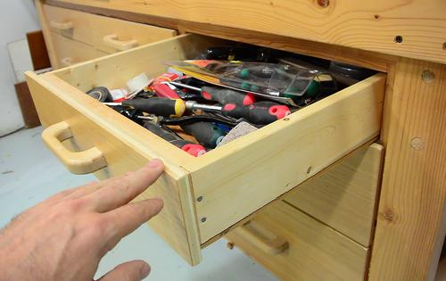... these workbench drawers , I still glued the plywood flaton the bottom