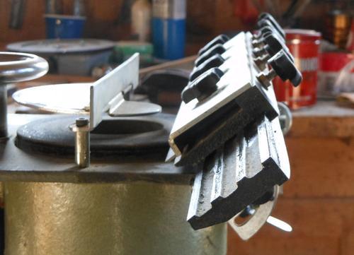 Using A Planer Blade Sharpener
