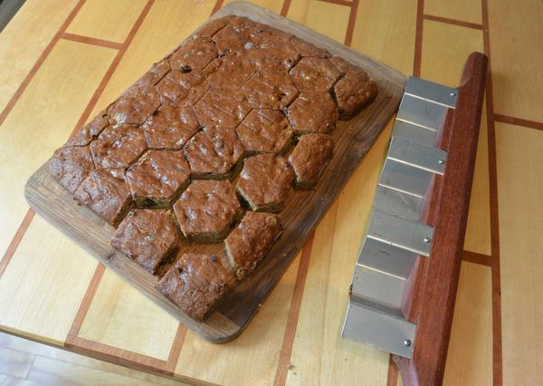 how to cut a circle cake into squares