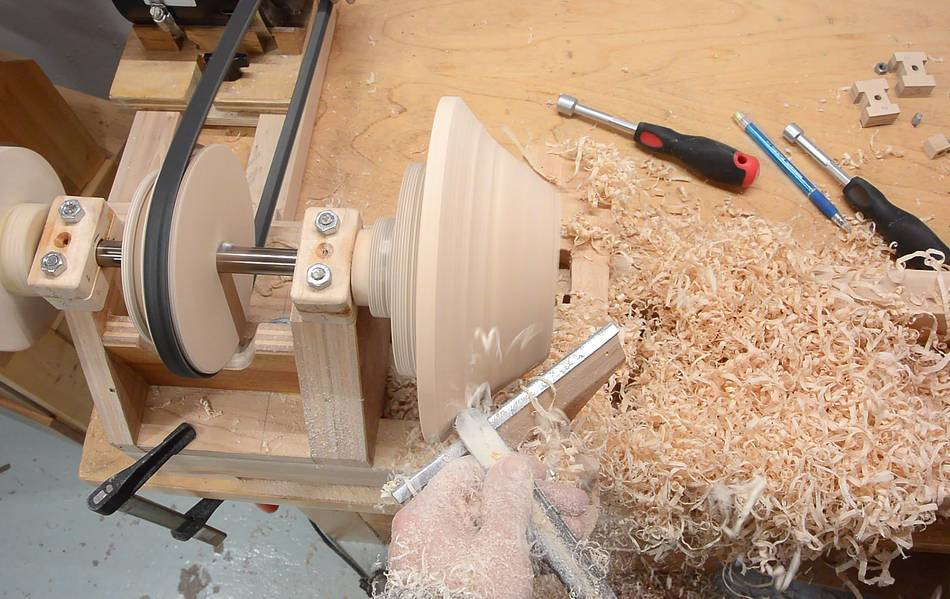Turning a bowl on the homemade lathe