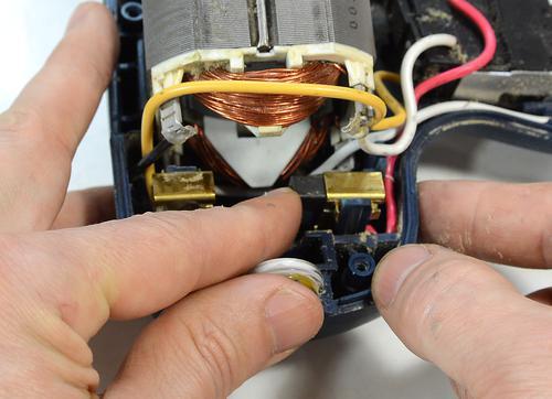 How DC motors (universal motors) work