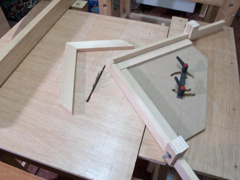... of the screw advance box joint jig attached to the sliding table