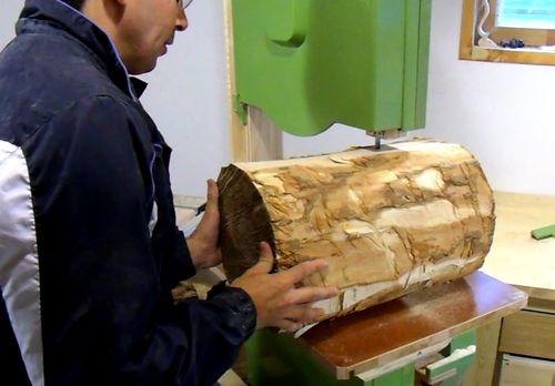 Cutting A Log : Cutting a log on the bandsaw