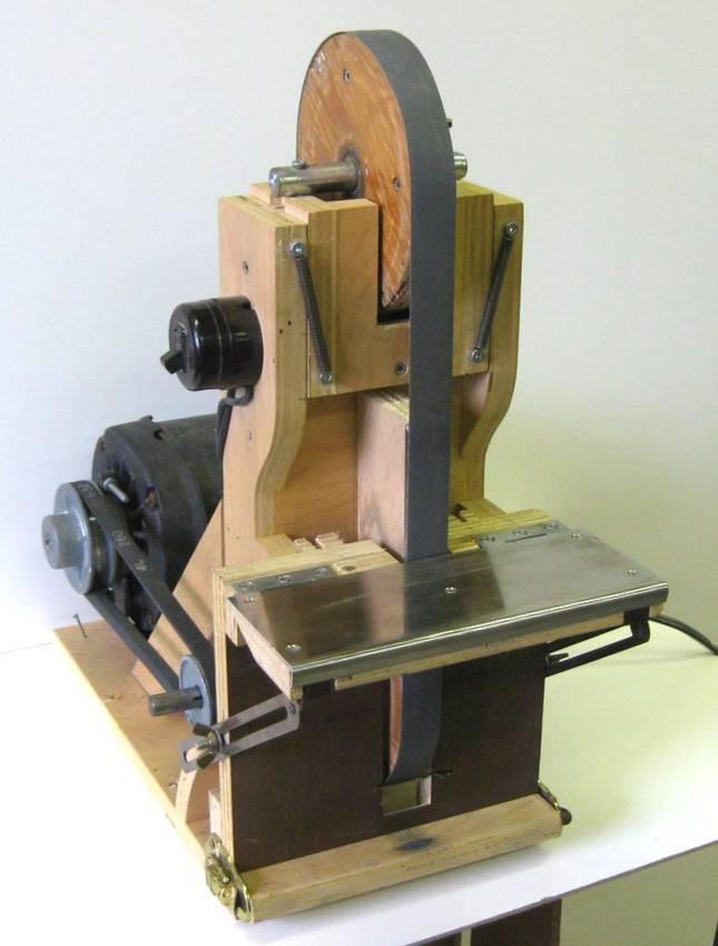 Belt sander chisel sharpening jig
