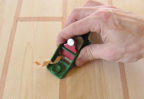 Using And Burnishing A Cabinet Scraper
