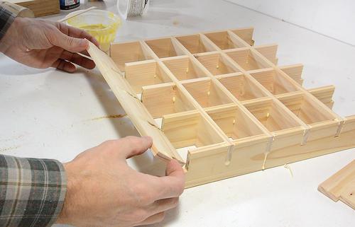 Organizador de piezas peque as con contenedores extraibles for Como hacer una comoda de madera pdf