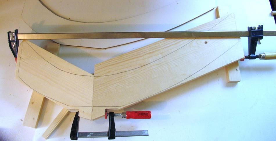 Building a round dining table : gluingleg b from woodgears.ca size 950 x 485 jpeg 41kB