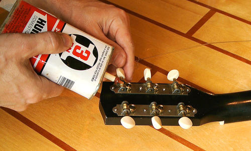 Two simple mods to improve a cheap guitar