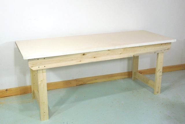 How to build a simple sturdy workbench - Como hacer un banco de madera ...