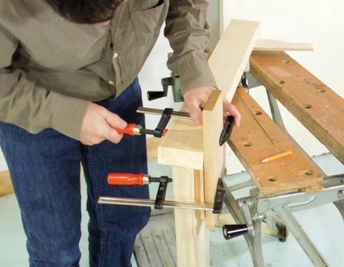 Como construir un banco de trabajo sencillo y resistente - Sargentas para madera ...